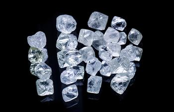 Raw Diamonds. Graded diamonds with Monford Diamonds in Berkshire and Buckinghamshire